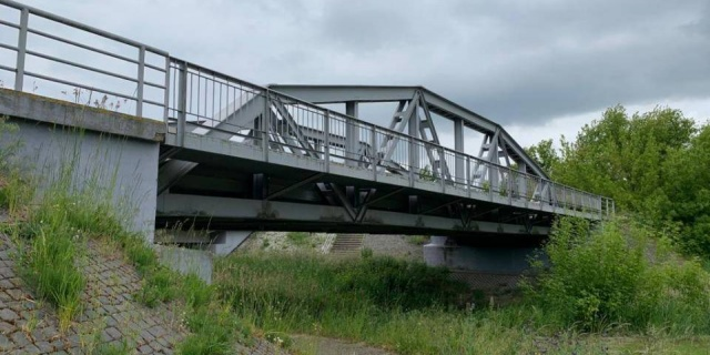 Tuż przy drodze... Warto stanąć, warto zobaczyć: Pierwszy na świecie drogowy most spawany powstał w Maurzycach